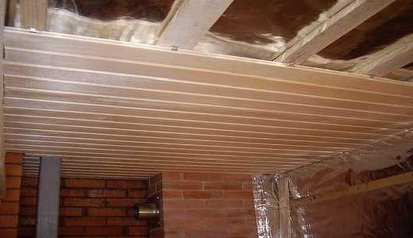 Как утеплить потолок дома своими руками